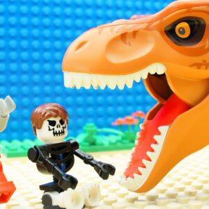 Super Dinosaur vs Super Heroes Adventure